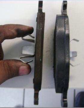 Pastilha de freio gasta fora do carro