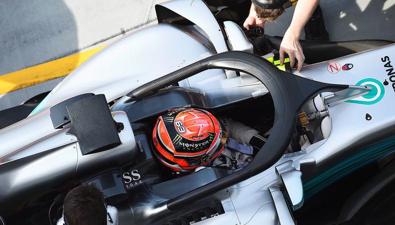 Visão aérea de carro de Fórmula 1 permite enxergar o sistema de proteção Halo para o motorista