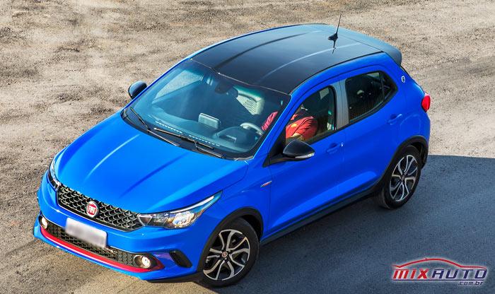 Fiat Argo azul na estrada