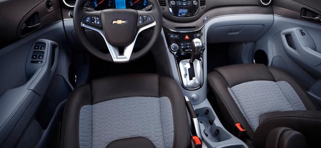Higienização todas as superfícies internas do veículo