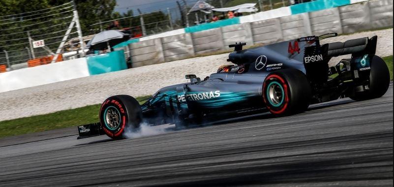 Lewis Hamilton soma mais uma pole position