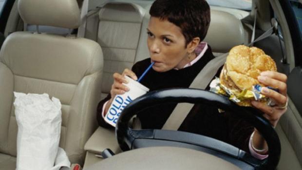 Cuide do seu carro, não coma dentro do carro