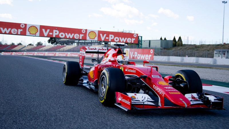 Carros de Formula 1 utilizam combustível de alta octanagem.