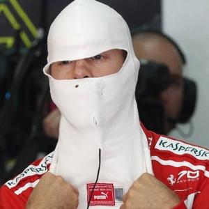 Vettel frustrado, com problemas no motor, larga na última posição