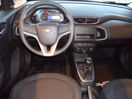 Versões do Chevrolet Onix - Onix 1.0 LS interior