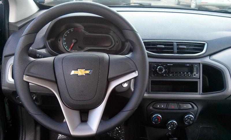 Versões do Chevrolet Onix - Onix 1.0 LT interior