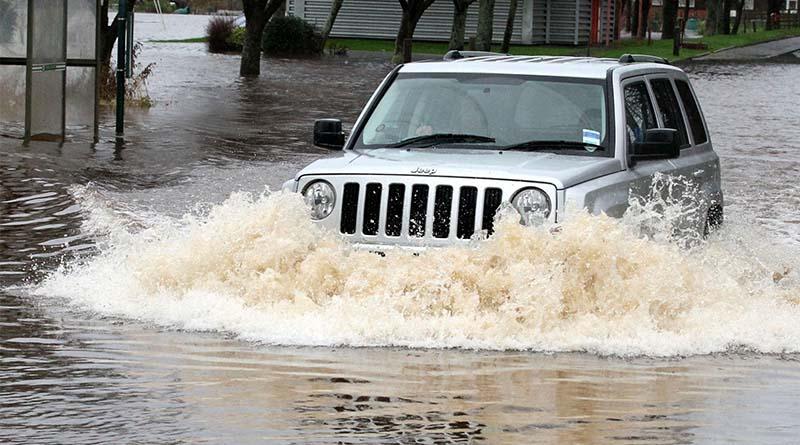 O que fazer quando o carro é atingido por uma enchente? O que pode acontecer com seu veículo? Confira aqui!