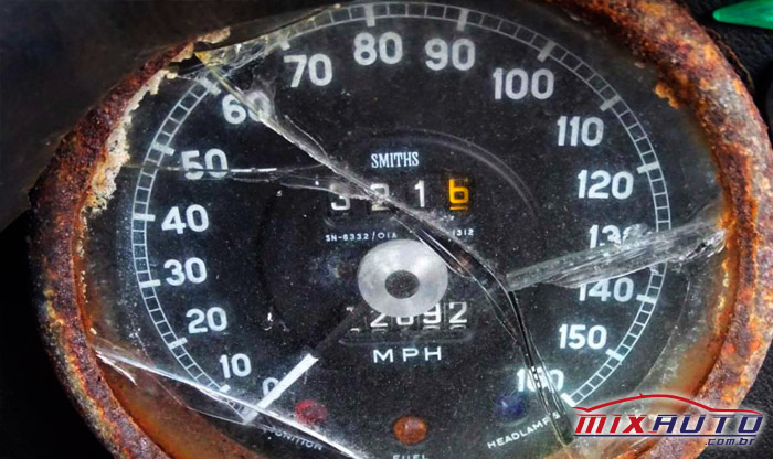 Velocímetro quebrado de um Jaguar 1969 XKE Roadster que ainda vale $ 21 mil dólares