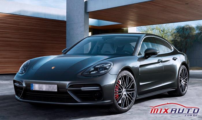 A Porsche foi um dos primeiros carros a ter o botão start stop do lado esquerdo