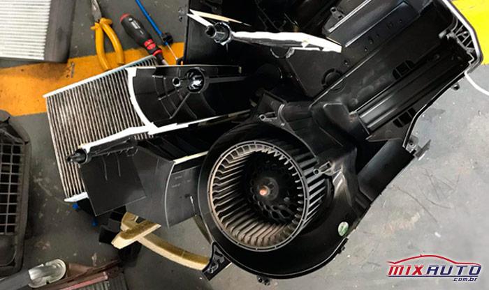 Troca da caixa de Ar do Ar Condicionado Automotivo na MixAuto