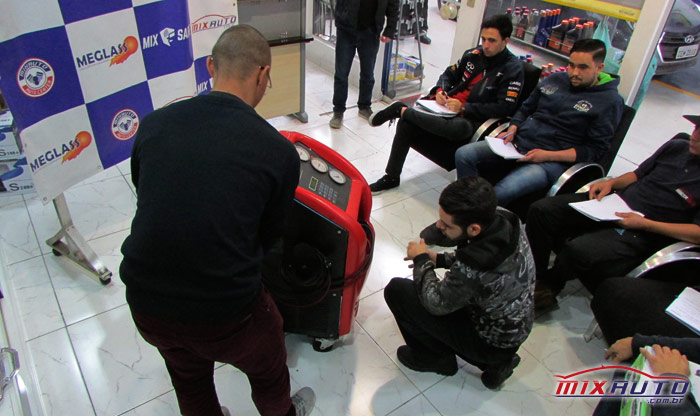 Equipe MixAuto recebe treinamento especializado na unidade Tatuapé