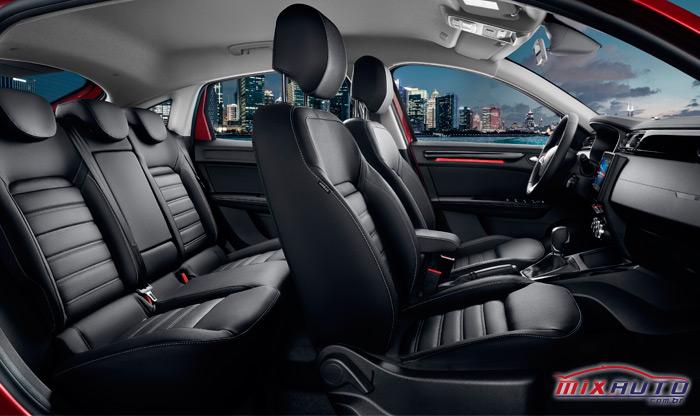 Visão lateral do Renault Arkana por dentro