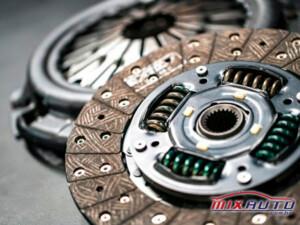 Embreagem faz parte do motor e câmbio
