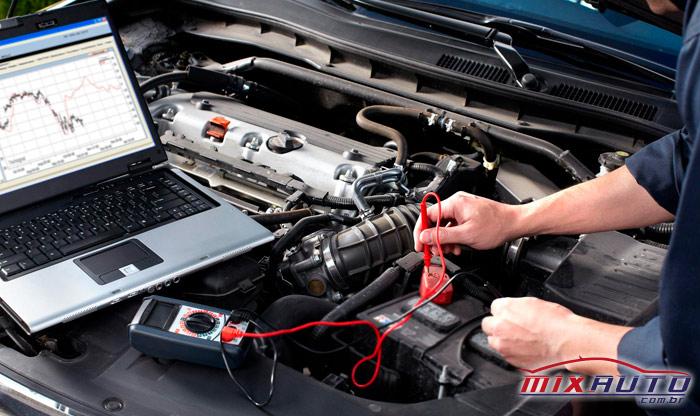Imagem de um carro realizando a manutenção preventiva automotiva do sistema elétrico