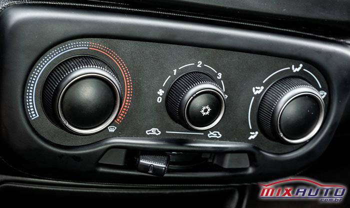 imagem dos controles de ar-condicionado da nova Fiat Strada 2021