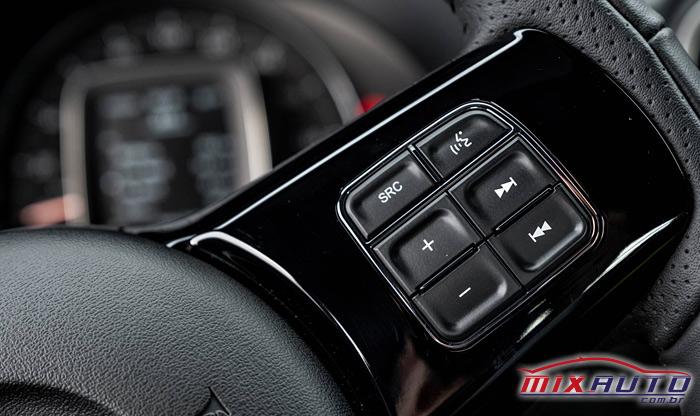 Imagem dos botões do volante da nova Fiat Strada 2021