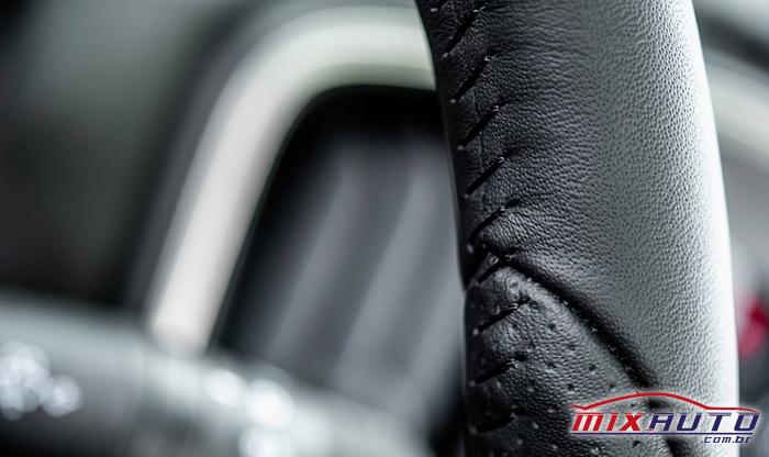 Imagem dos detalhes do volante da nova Fiat Strada 2021