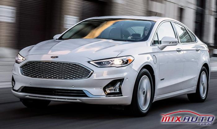 Ford Fusion branco