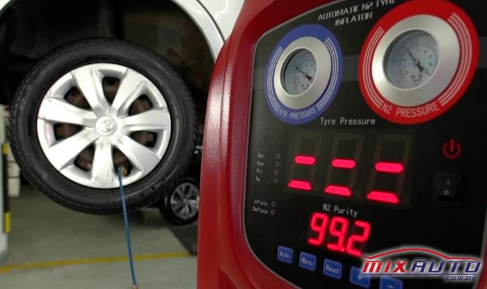 Carro sendo calibrado por nitrogênio