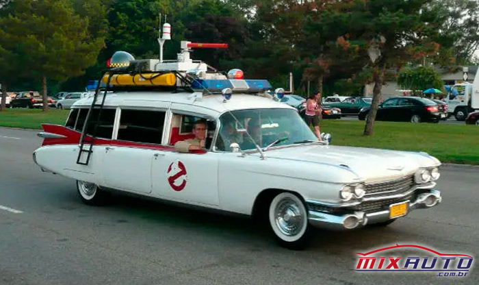 """Ambulância antiga com todos os acessórios do filme """"Caça fantasmas"""""""