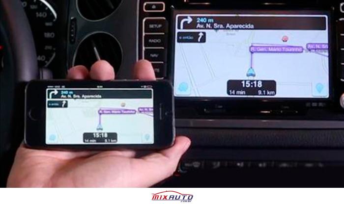 Exemplo de espelhamento de tela do celular para a multimídia do carro SUV Fiat