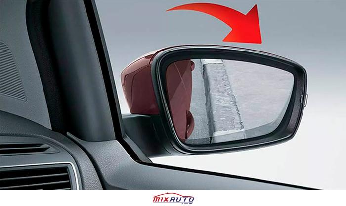 Exemplo da inclinação do espelho no retrovisor com o módulo Tilt Down SUV fiat