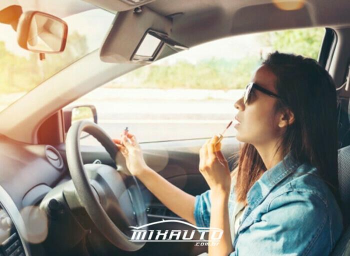 9 dicas de maquiagem para se maquiar no carro e não errar